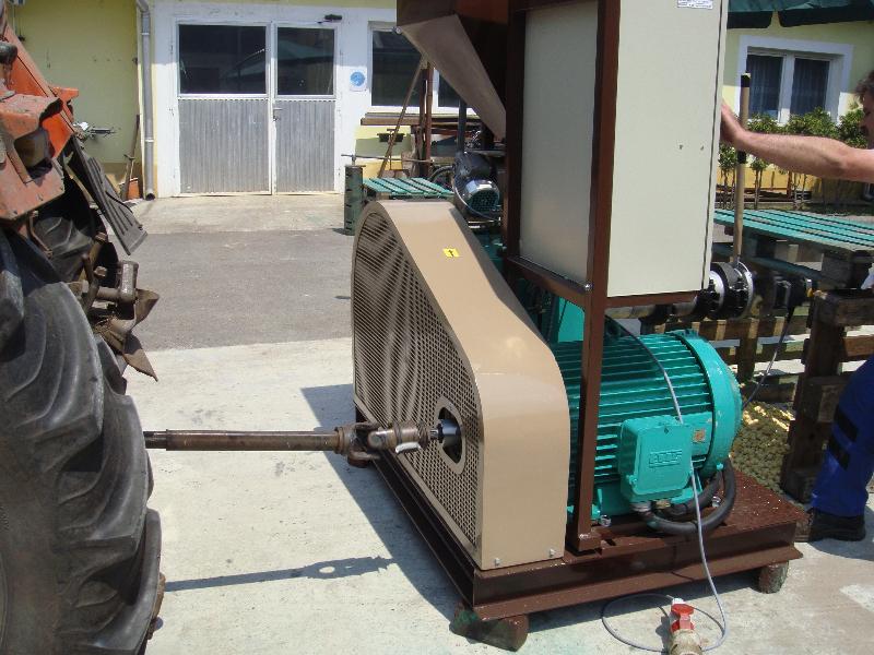 traktorhajtású Monex extruder
